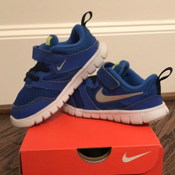 watch ca786 9322d Toddler Boy Nike Free Velcro sneakers. Size 9c